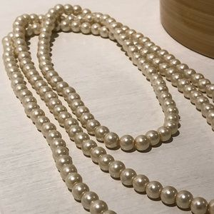 Jewelry - Extra long costume pearl necklace